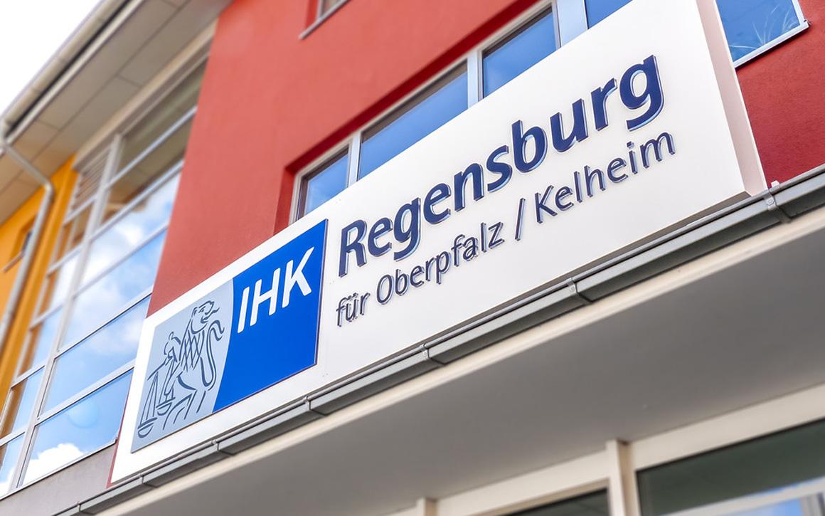 Leuchttransparent - IHK Regensburg - Oberpfalz, Kehlheim - Werbepylon.de