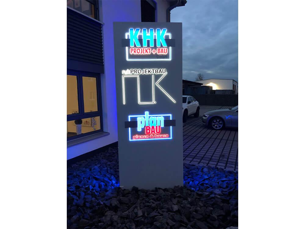 Werbepylon beleuchtet der Firma KHK - Werbepylon.de