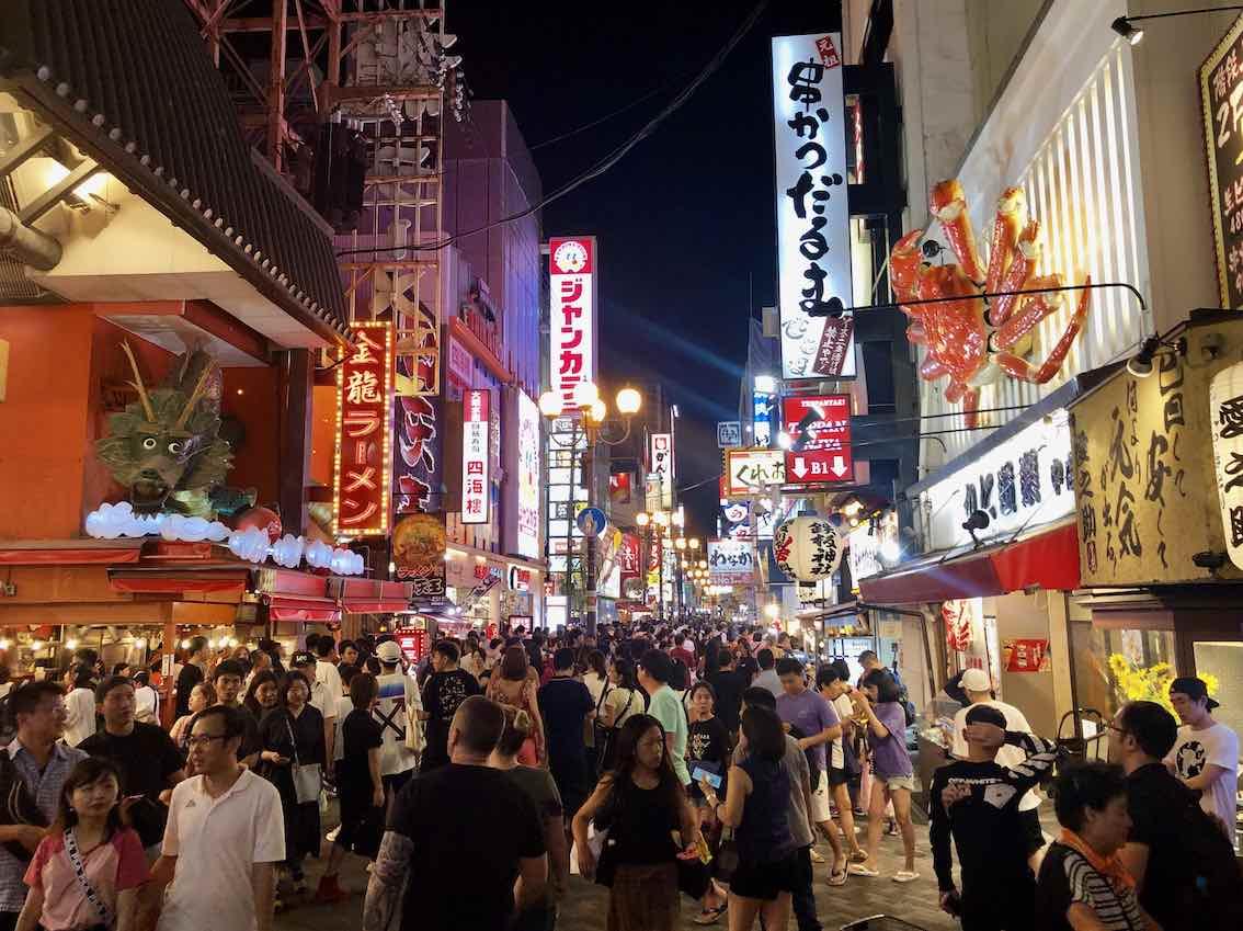 Beleuchtete Nasenschilder Ausleger in Japan Osaka