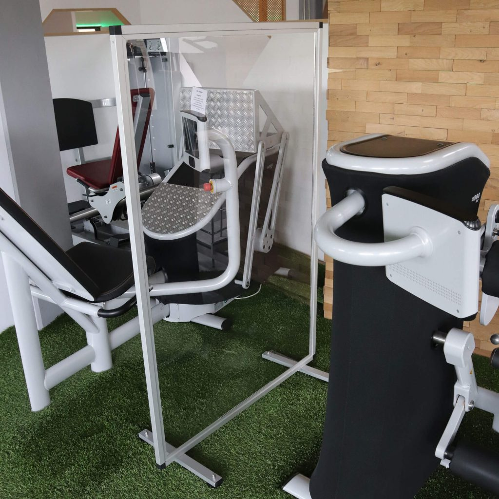 Mobile Acryl Schutzwand Fitness Studio