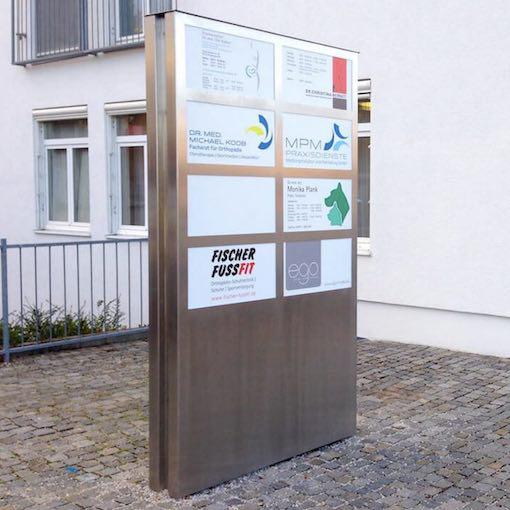 Aluminium Werbestele mit acht Adressfeldern