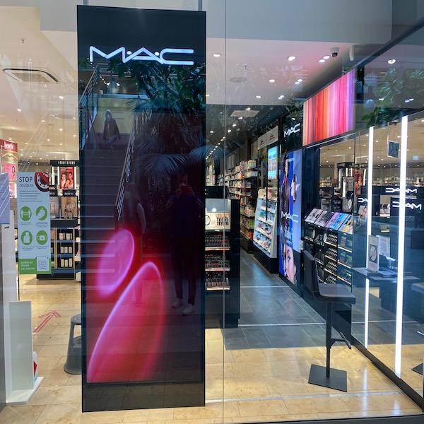 Leuchtwerbung Einkaufszentrum