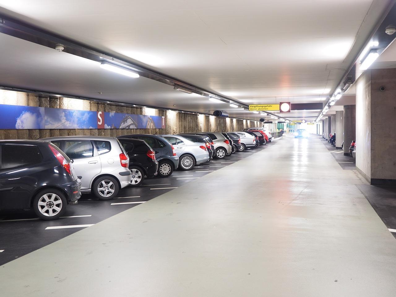 Parkhaus Leuchtstoffröhren